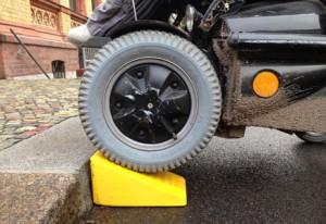 la rampa per sedie a rotelle di Raul Krauthausen