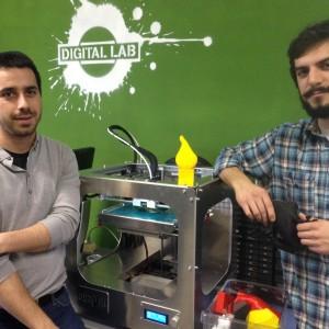 Davide Scaccaglia e Francesco Soncini e la stampante coobot