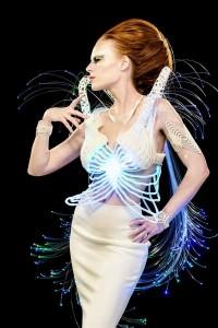Aiman Akhtar vestito stampato in 3d LED sci-fi