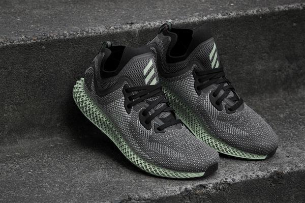 51b7bae9e2460 Notizie interessanti per coloro che aspettano con pazienza il rilascio  della nuova sneaker AlphaEDGE 4D LTD di Adidas. Le scarpe stampate in 3D