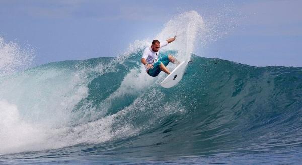 Le pinne da surf stampate in 3d aiutano i surfisti a ottimizzare le prestazioni e catturare le - Tavole da surf decathlon ...